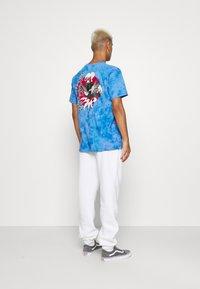 STAPLE PIGEON - LOGO TEE UNISEX - Print T-shirt - blue - 0
