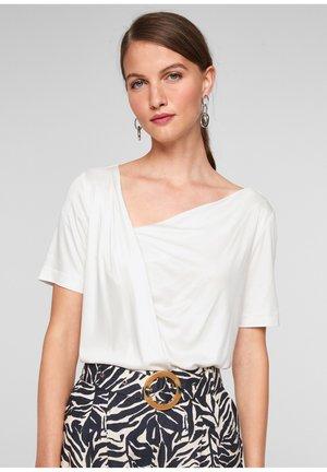 ENCOLURE BÉNITIER - Basic T-shirt - white