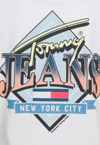 Tommy Jeans Curve - VINTAGE TEE - Print T-shirt - white - 5
