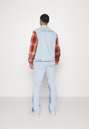 RETRO PATCH JACKET UNISEX - Denim jacket - light blue