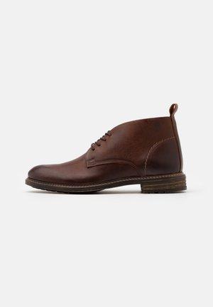 MIREALLAN - Chaussures à lacets - cognac