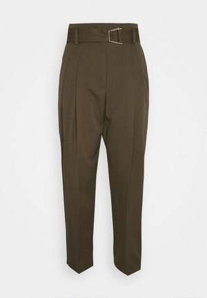 BELTED UTILITY PANT - Pantaloni - fir green