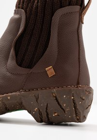 El Naturalista - YGGDRASIL - Classic ankle boots - soft grain brown - 2