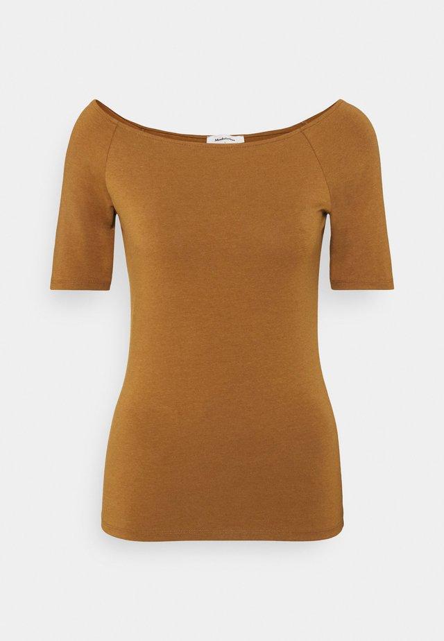 TANSY  - T-shirt basic - brown oak