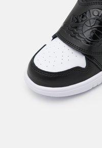Jordan - SKY 1 UNISEX - Basketball shoes - black/tropical twist/white - 5