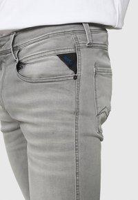Replay - ANBASS HYPERFLEX REUSED - Slim fit -farkut - super light grey - 4