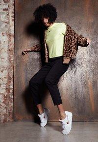 Nike Sportswear - AIR MAX 90 - Joggesko - white - 1