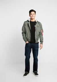 Alpha Industries - HOOD CUSTOM - Bomberjacks - vintage green - 1