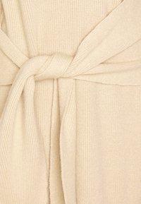 NA-KD - STEPHANIE DURANT X NA-KD - Jumper dress - beige - 5