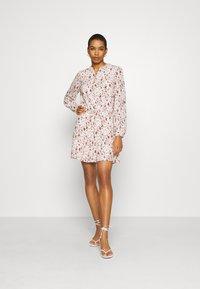 Esqualo - DRESS SMALL FLOWER  - Hverdagskjoler - off-white/light brown - 1