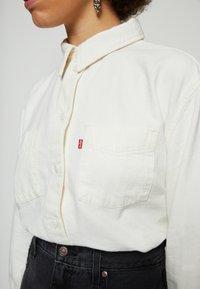 Levi's® - ZOEY PLEAT UTILITY - Button-down blouse - ecru crew - 4
