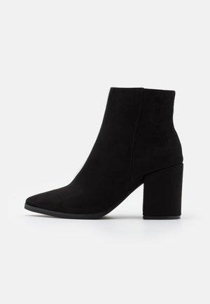 AMINA HELLED - Højhælede støvletter - black