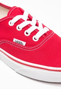 Vans - AUTHENTIC - Skateboardové boty - red - 5