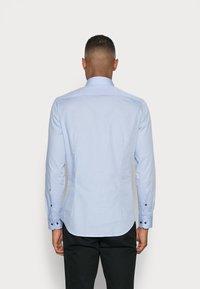 Seidensticker - SLIM SPREAD PATCH - Camicia elegante - hellblau - 2