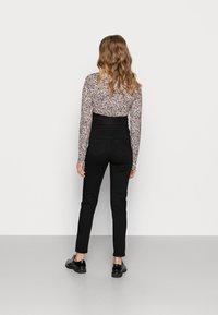 Missguided Maternity - SPLIT HEM VICE - Jeans Skinny Fit - black - 2