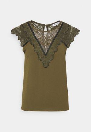 OEMILITO  - T-shirts print - new kaki