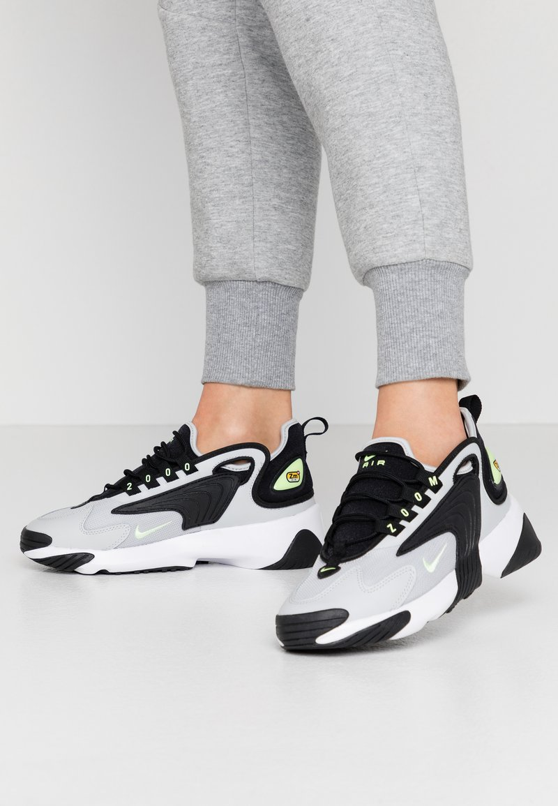 Nike Sportswear - ZOOM 2K - Sneakersy niskie - black/barely volt/grey fog/white