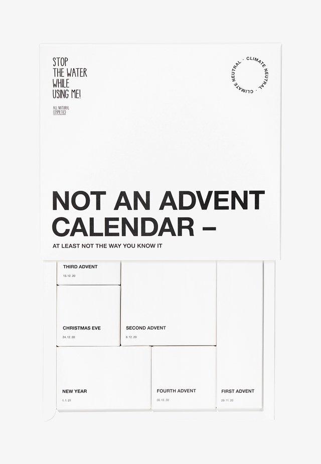 ALL NATURAL NO ADVENT CALENDER - Advent calendar - black,white