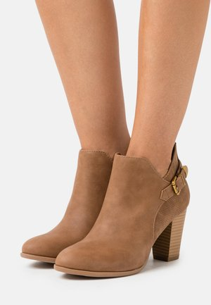 ANISH - Ankle boots - camel