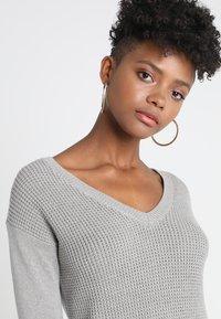 Object - OBJDEAH DRESS - Pletené šaty - light grey melange - 4