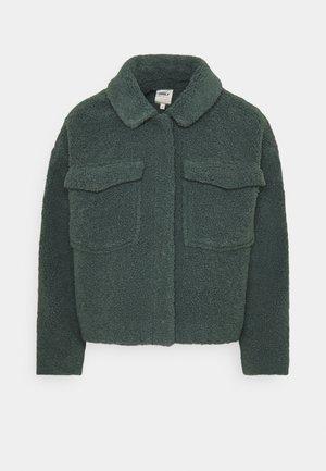 ONLMARINA CROP JACKET - Lett jakke - balsam green