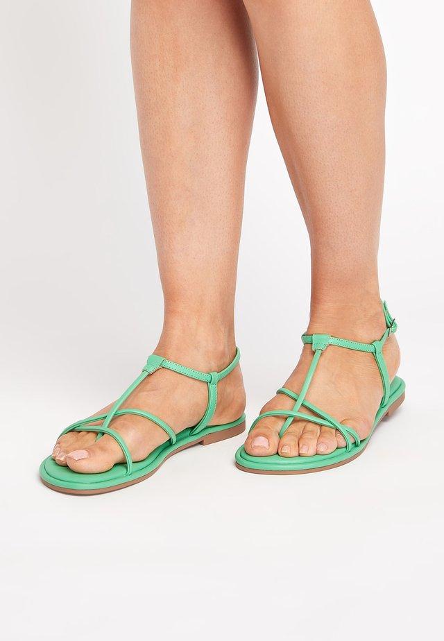 ROSE GOLD FOREVER COMFORT® STRAPPY SANDALS - Sandalias de dedo - green