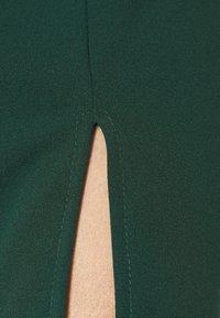 WAL G. - YELDA SCALLOP NECK MINI DRESS - Koktejlové šaty/ šaty na párty - forest green - 5