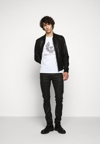 Belstaff - COTELAND  - Print T-shirt - white - 1