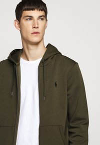 Polo Ralph Lauren - DOUBLE-KNIT FULL-ZIP HOODIE - Tröja med dragkedja - company olive - 3