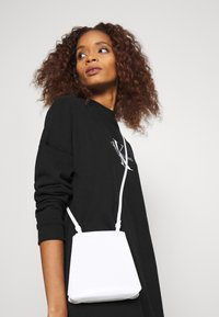 Calvin Klein Jeans - MONOGRAM CREWNECK DRESS - Sukienka letnia - black - 4