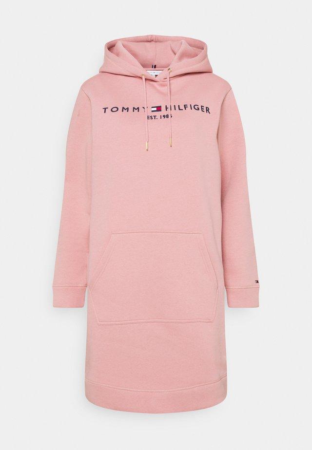 REGULAR HOODIE DRESS - Sukienka letnia - soothing pink