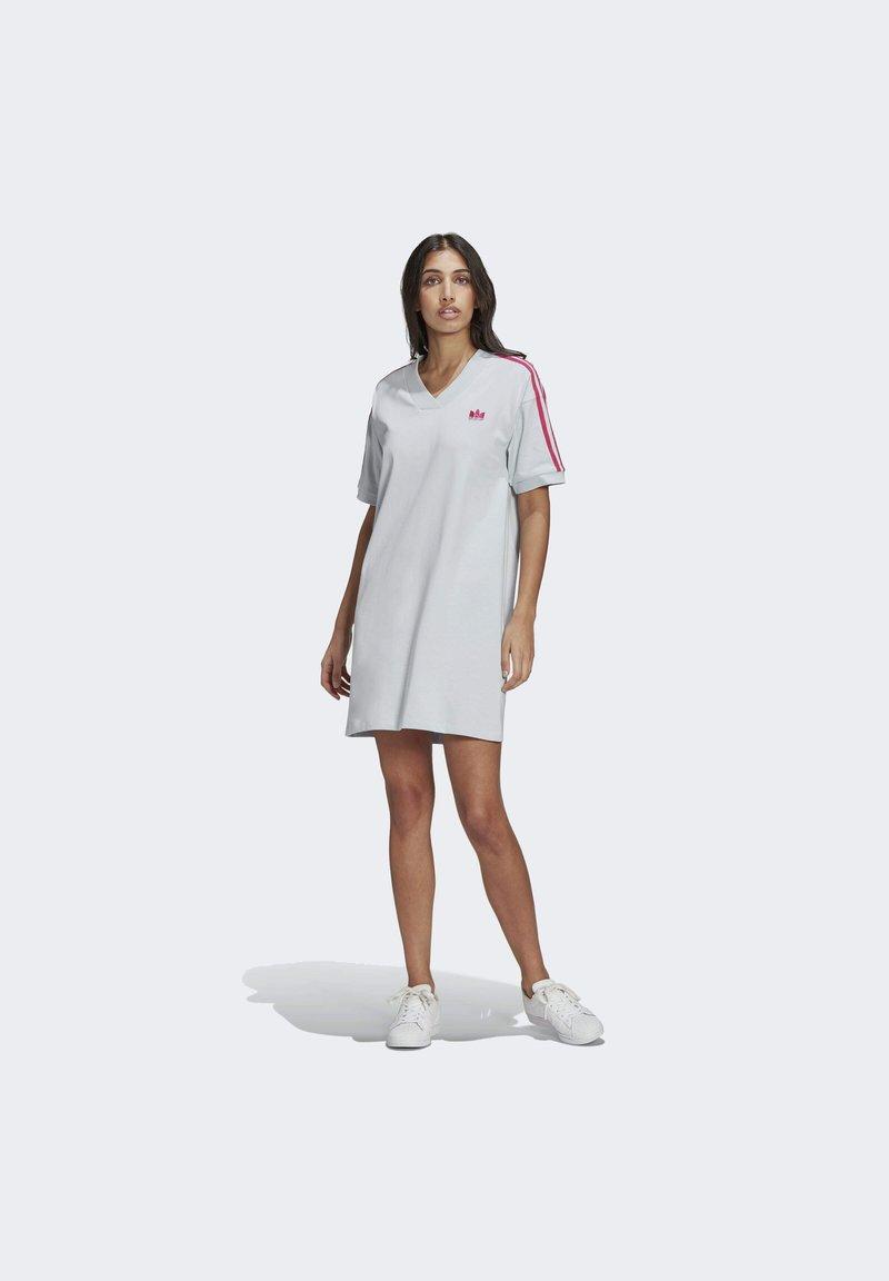 adidas Originals - 3D TREFOIL TEE DRESS - Jerseykjoler - blue