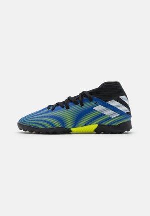 NEMEZIZ .3 TF UNISEX - Astro turf trainers - royal blue/footwear white/solar yellow