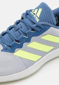 adidas Performance - FORCEBOUNCE - Handball shoes - half silver/hi-res yellow/blue - 5