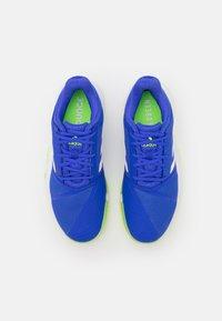 adidas Performance - COURTJAM BOUNCE - Tenisové boty na všechny povrchy - sonic ink/footwear white/signal green - 3