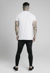 SIKSILK - T-shirt imprimé - white - 2