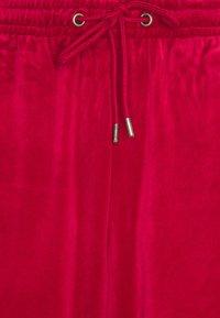 Karl Kani - SIGNATURE TRACK PANTS UNISEX - Pantaloni sportivi - dark red - 6