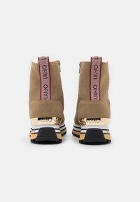 Liu Jo Jeans - MAXI  - Enkellaarsjes met plateauzool - seppia - 3