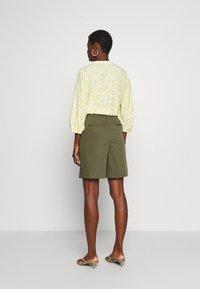 NAF NAF - COMODO - Shorts - vert kaki - 2