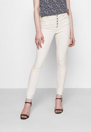 ONLBLUSH SKINNY - Jeans Skinny Fit - ecru