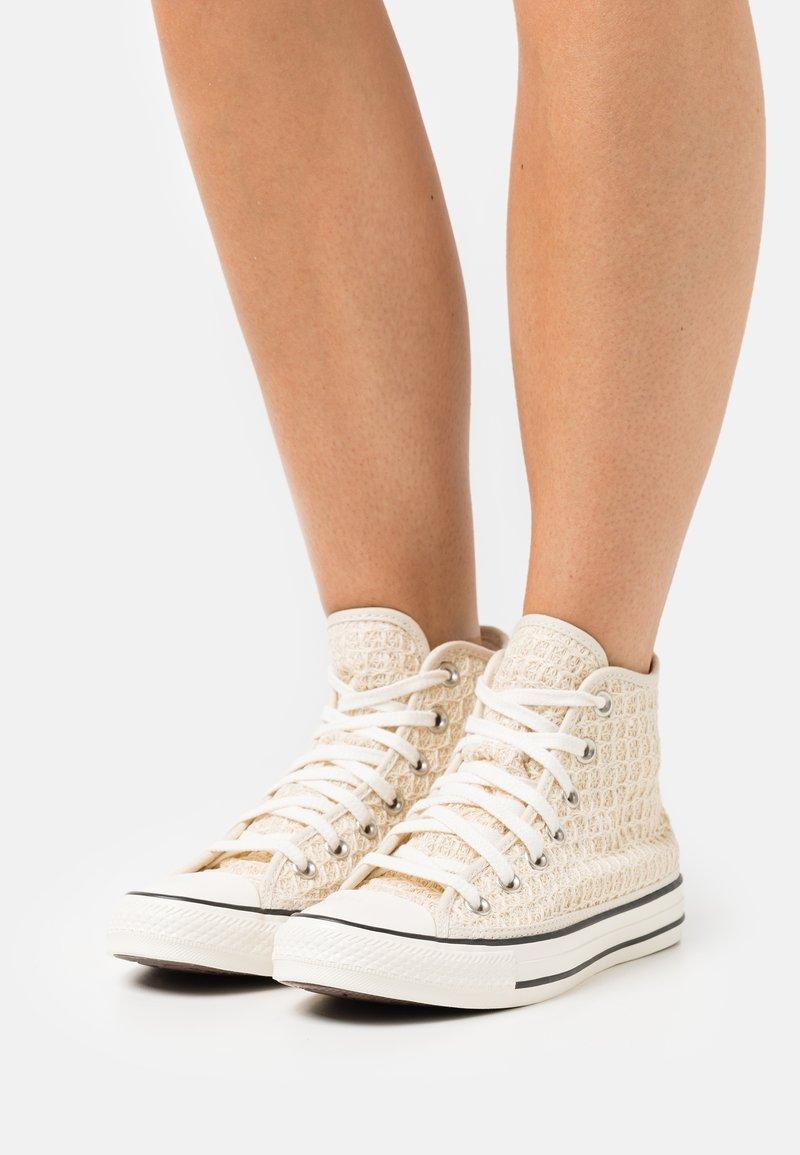 Converse - CHUCK TAYLOR ALL STAR - Vysoké tenisky - natural ivory/egret/black