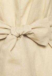 Glamorous Bloom - LOOK SHORT SLEEVE MIDI DRESS - Korte jurk - stone - 2