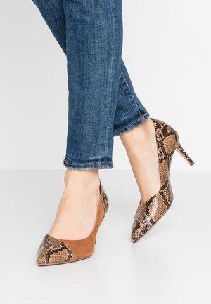 Classic heels - nut