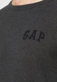 GAP - ARCH THERMAL - Long sleeved top - charcoal heather - 4