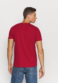 Tommy Hilfiger - SLUB TEE - Camiseta básica - primary red - 2