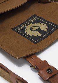 Belstaff - MALCOLM - Across body bag - beige - 4