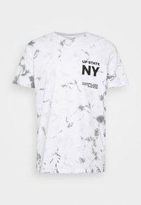 JORDYLAN TEE CREW NECK - Print T-shirt - white