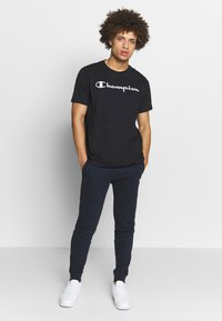 Champion - CREWNECK  - Print T-shirt - black - 1