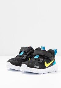 Nike Performance - REVOLUTION 5 UNISEX - Hardloopschoenen neutraal - black/lemon/laser blue/hyper crimson - 3
