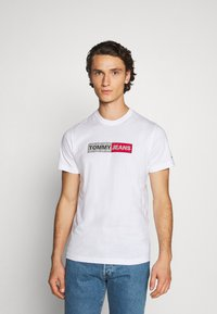 Tommy Jeans - METALLIC GRAPHIC TEE - Print T-shirt - white - 0
